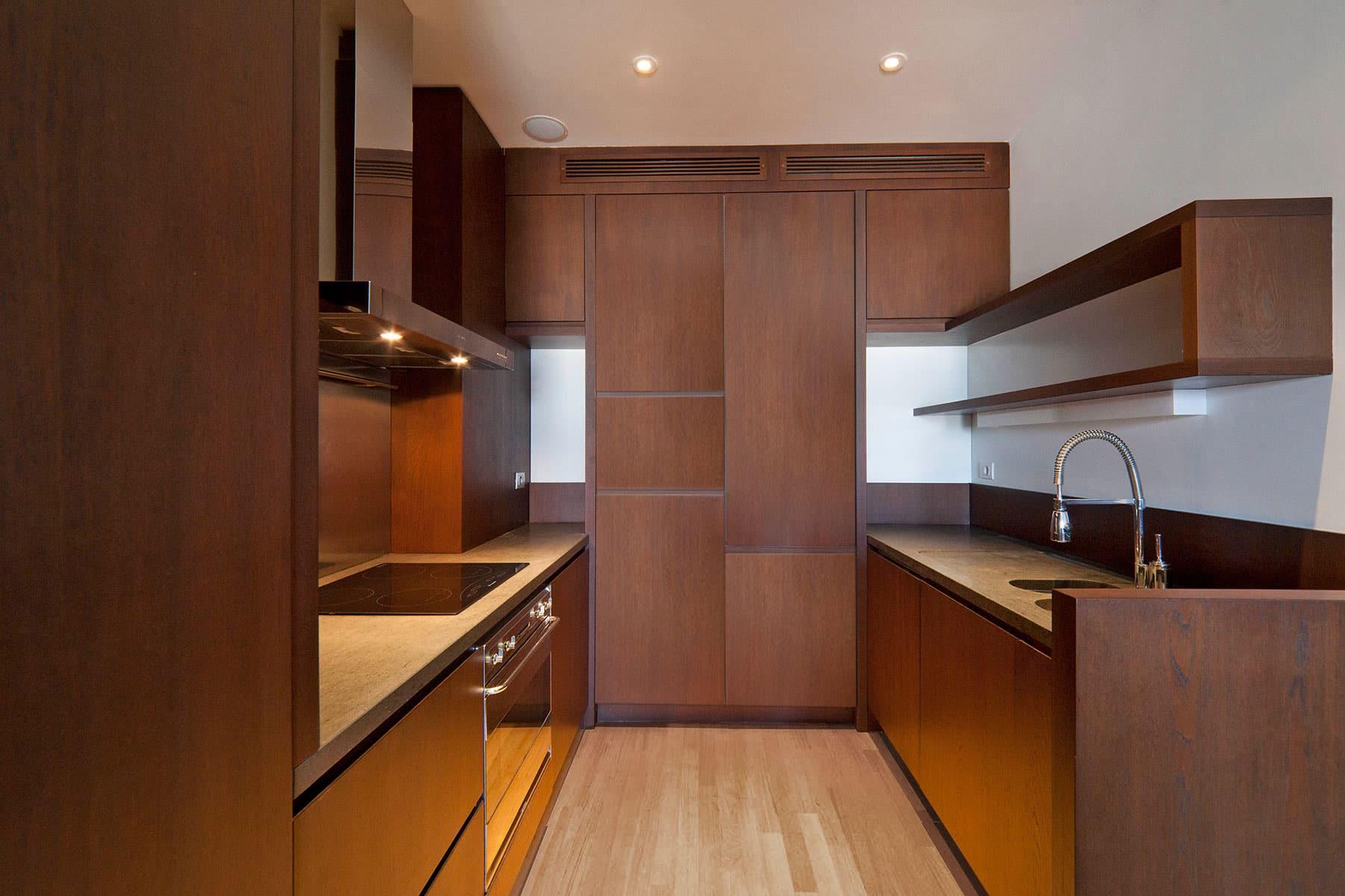 Cucina con piani in pietra lavica falegnameria caponi - Pietra lavica cucina ...