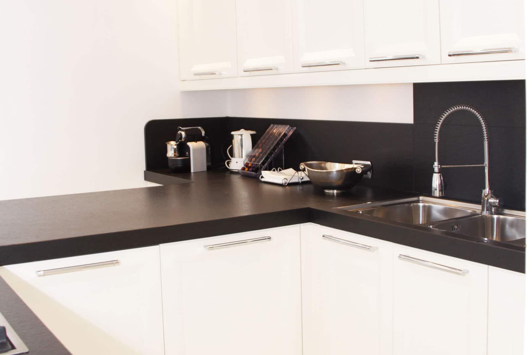 Cucina con piani in ardesia - Falegnameria Caponi